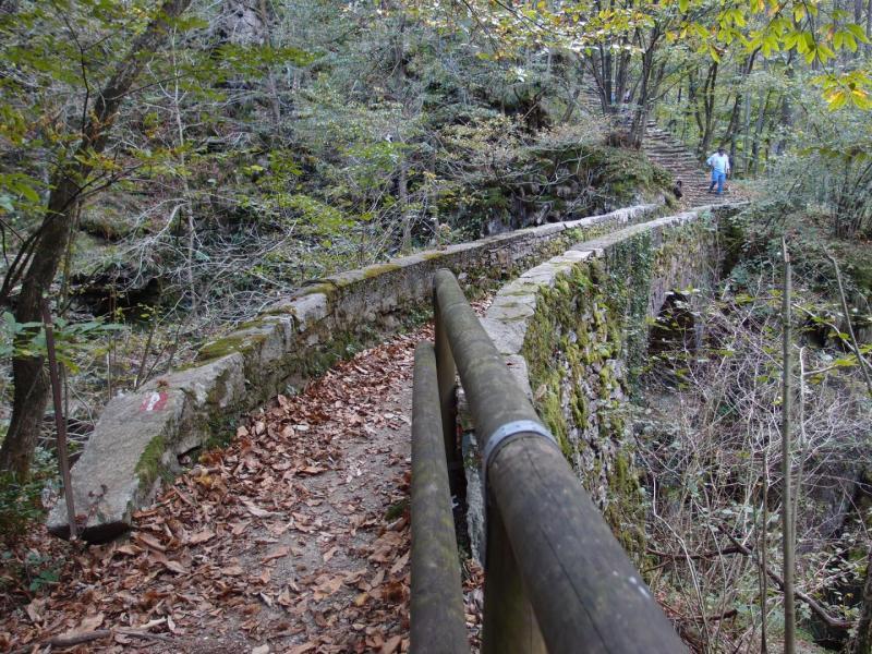 Mulattiera e ponti di pietra in Valle Cannobina