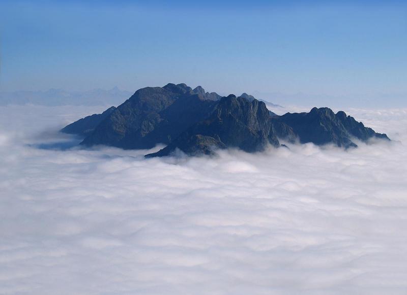 La Val Grande si erge come un'isola dal mare di nuvole - foto: Giancarlo Martini